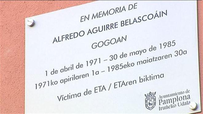 Pamplona, gobernada por EH Bildu, coloca las dos primeras placas en recuerdo a víctimas de ETA
