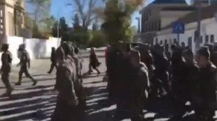 Fotograma del vídeo difundido por IU Andalucía del desfile en...