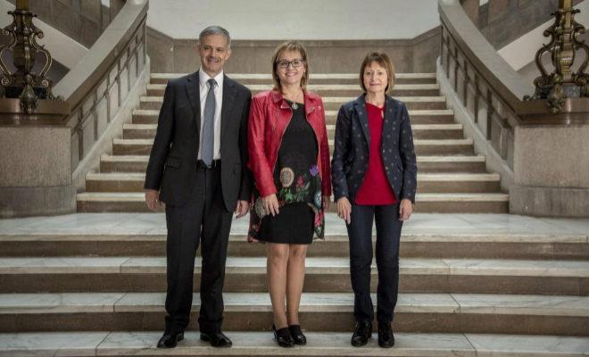 Los tres candidatos a dirigir el rectorado de la Universidad de Valencia: Mavi Maestre (d), María Antonia García Benau (c) y Vicent Martínez (i).