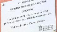 Pamplona coloca las dos primeras placas en recuerdo a víctimas de ETA