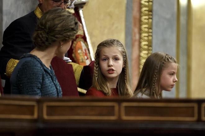 La Princesa Leonor, junto a la Reina Letizia y la Infanta Sofía,...