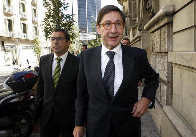 El presidente de Bankia José Ignacio Goirigolzarri, durante una visita al Círculo Ecuestre de Barcelona, frente a las oficinas de Banco Sabadell