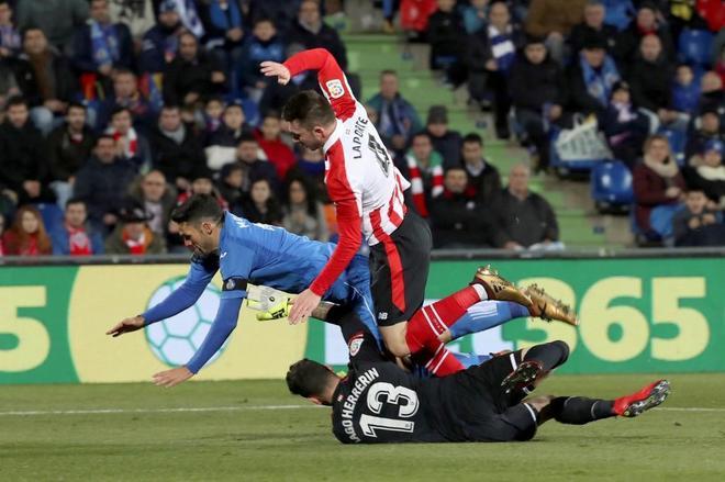 Jorge Molina en el segundo penalti cometido por el Athletic.