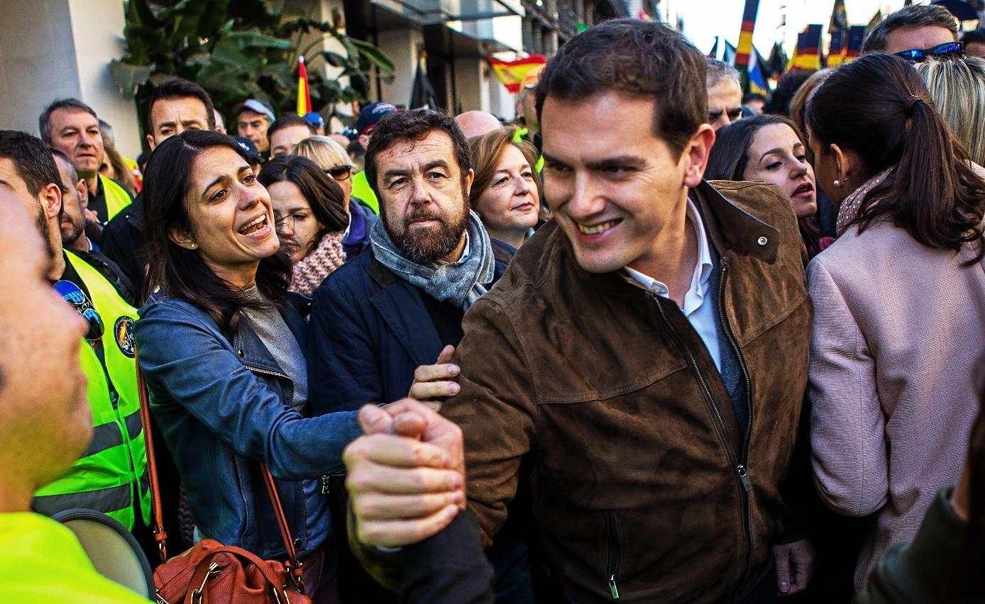 Albert Rivera se dio un baño de masas en Barcelona durante la...