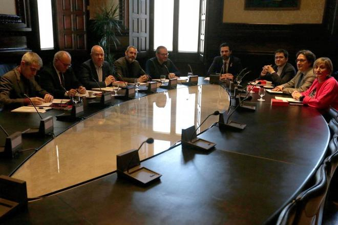Los miembros de la Mesa del Parlament nacida de las elecciones del 21...