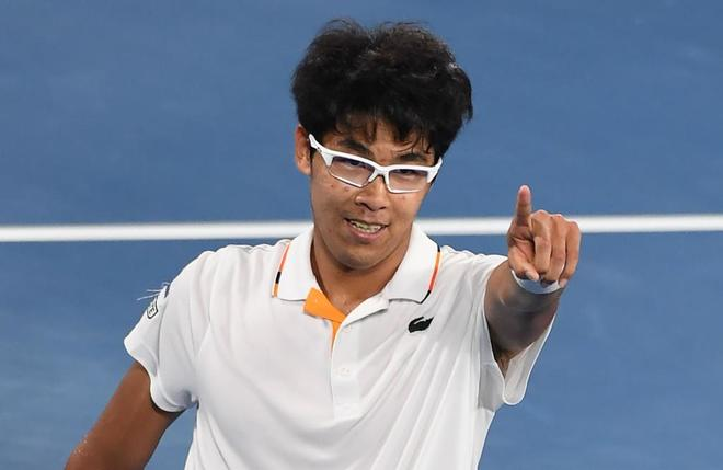 Hyeon Chung celebra su victoria sobre Novak Djokovic.