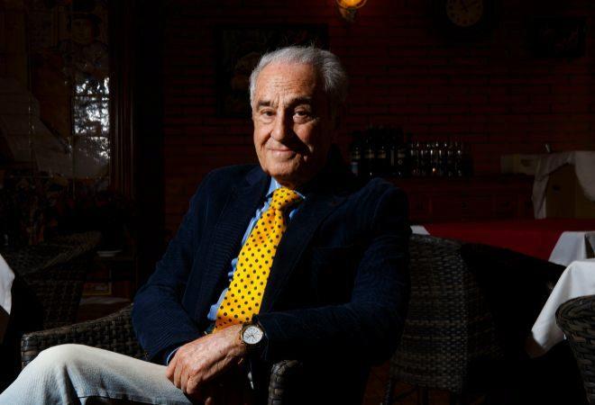 José María Carrascal, fotografiado en un café cercano a su domicilio en Madrid.