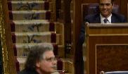 Pedro Sánchez y Joan Tardá durante el debate de investidura del...