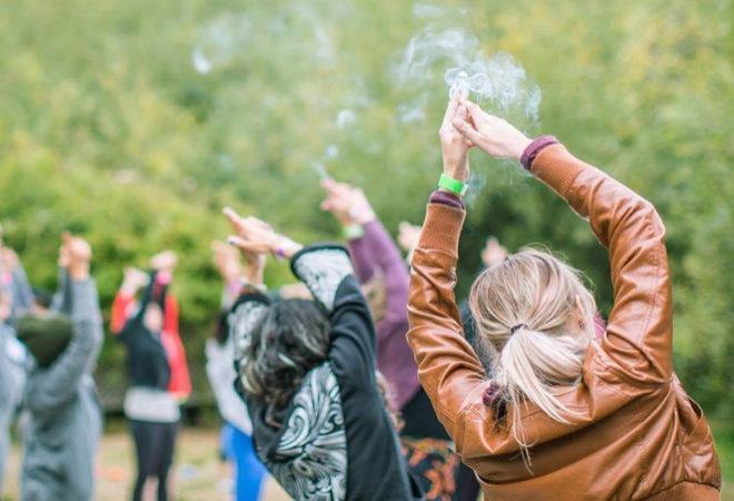 primer-retiro-espiritual-sólo-para-mujeres-con-barra-libre-de-marihuana