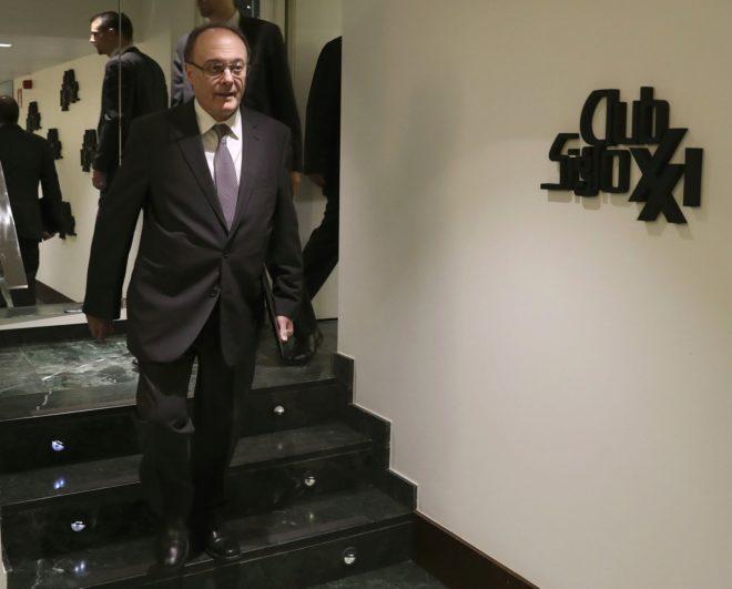 El gobernador del Banco de España, Luis M. Linde, ayer antes intervenir en el evento del Club Siglo XXI.