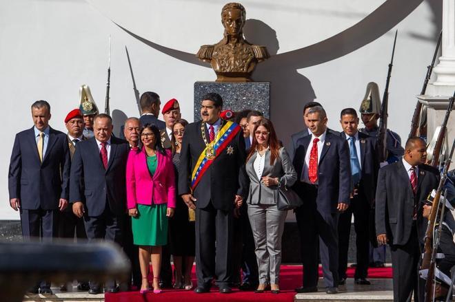 El presidente de Venezuela, Nicolás Maduro (centro), asiste a una sesión de la Asamblea Nacional Constituyente (ANC).