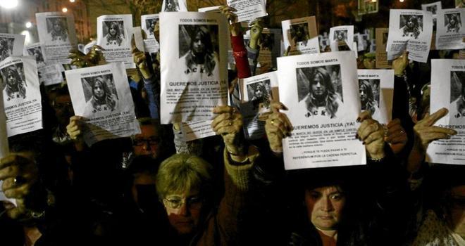 Un grupo de ciudadanos pide justicia para Marta en una concentración...