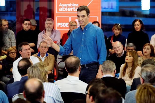 Pedro Sánchez, durante una asamblea abierta a militantes y...