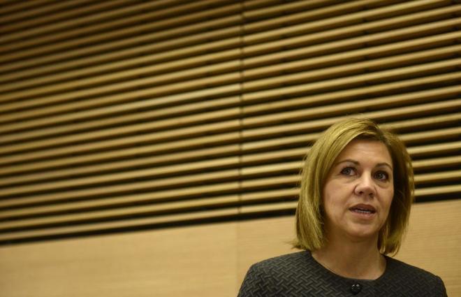 La ministra de Defensa, María Dolores de Cospedal, en su...