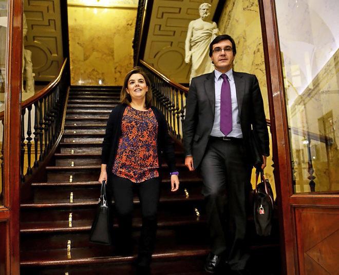 José Luis Ayllón, nuevo jefe de Gabinete de Rajoy, y Sáenz de Santamaría en una foto de archivo.