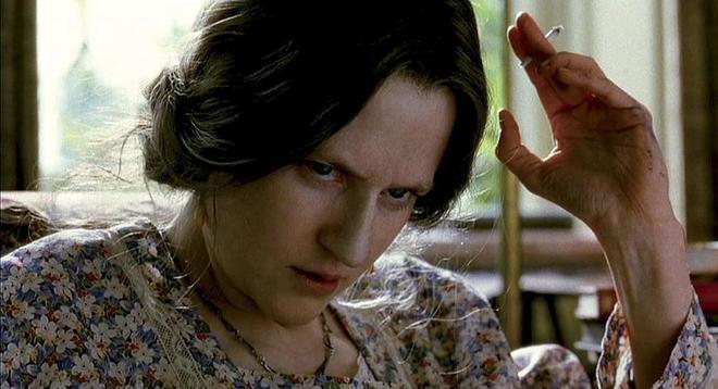 Nicole Kidman caracterizada como Virginia Woolf en Las Horas