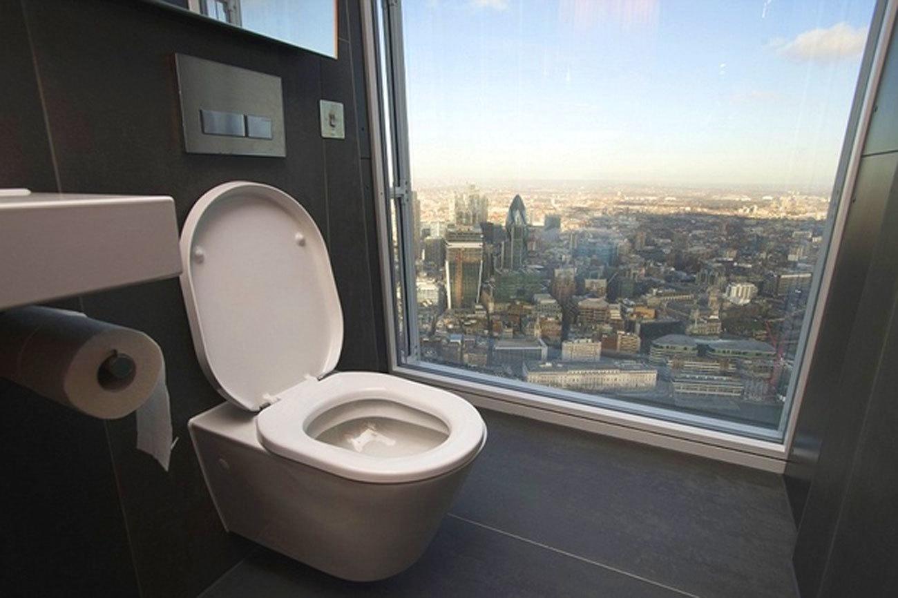 'The Shard' es el rascacielos con más altitud de la Unión Europea con <strong>310 metros de altitud</strong>. Desde el lavabo es posible contemplar, a vista de pájaro, edificios tan emblemáticos como el Gerkhin.