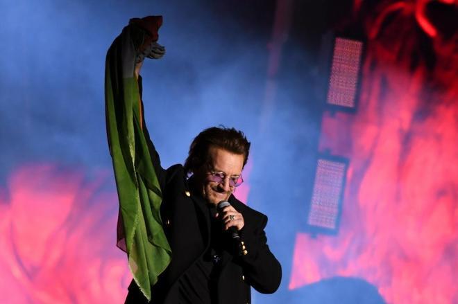 Bono, durante un concierto de la banda en Trafalgar Square.