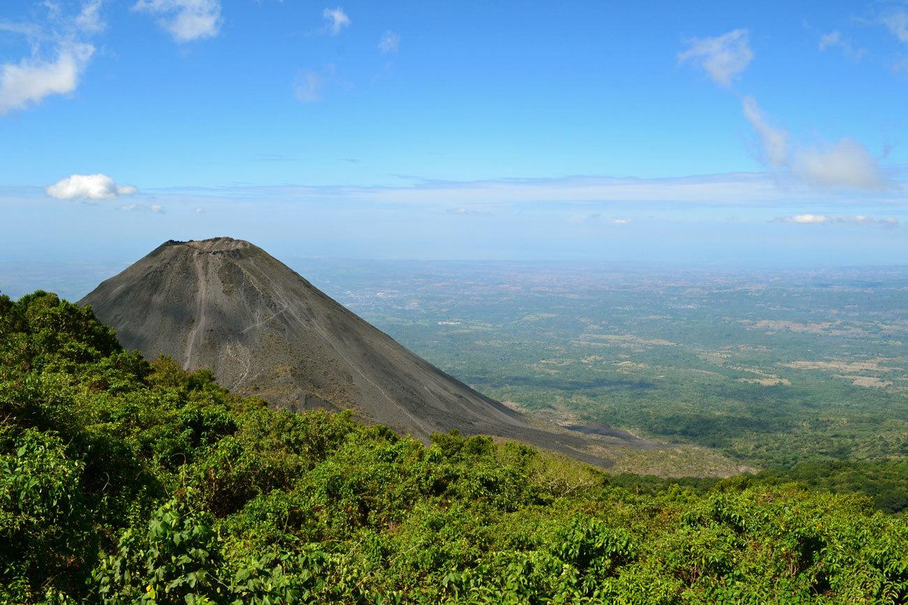 Naturaleza a raudales en el corazón de las Américas. Volcanes que se...