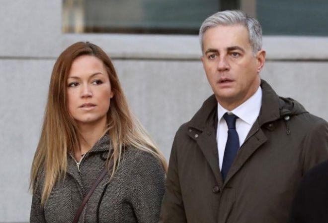 Ricardo Costa, junto a su mujer, la alicantina Laura Chorro Diéguez, este miércoles a la salida de su declaración.