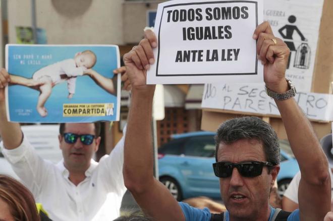 Manifestación en apoyo de a la custodia compartida.