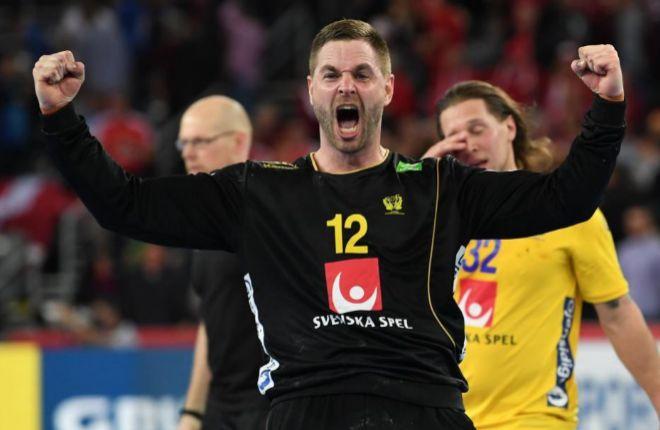 El portero Andreas Palicka celebra la victoria ante Dinamarca, el viernes.