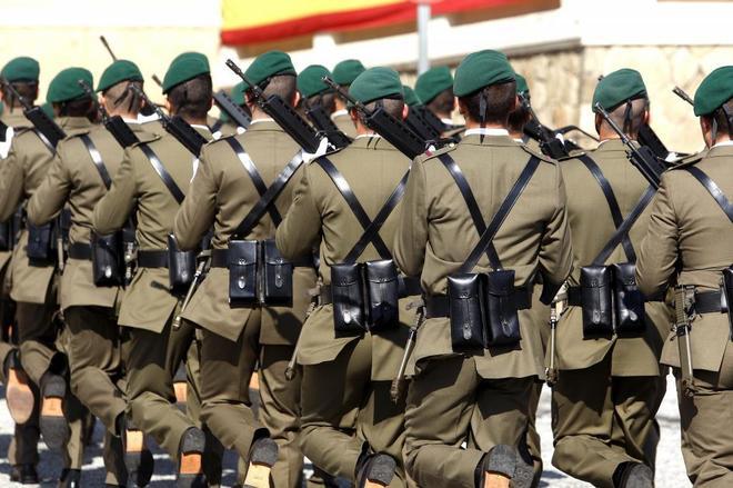 Desfile de las tropas del Acuartelamiento de El Bruch, de Barcelona,...