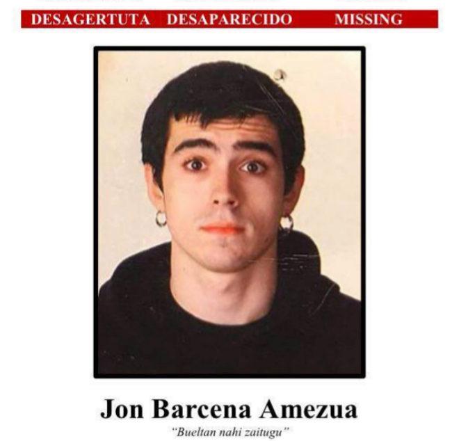 Cartel con la foto de Jon Bárcena  que había distribuido la familia.