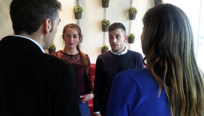 Los huérfanos Isabel y Joshua, de frente, y David y Paloma, de espaldas, el miércoles en Bruselas.