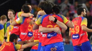 Los jugadores españoles celebran la victoria ante Suecia en la final.