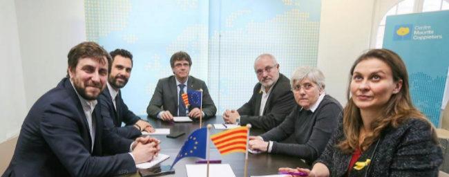De izqda. a dcha., Comín, Torrent, Puigdemont, Puig, Ponsatí y...