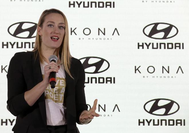 Belmonte atendiendo a los medios tras la presentación de Hyundai...