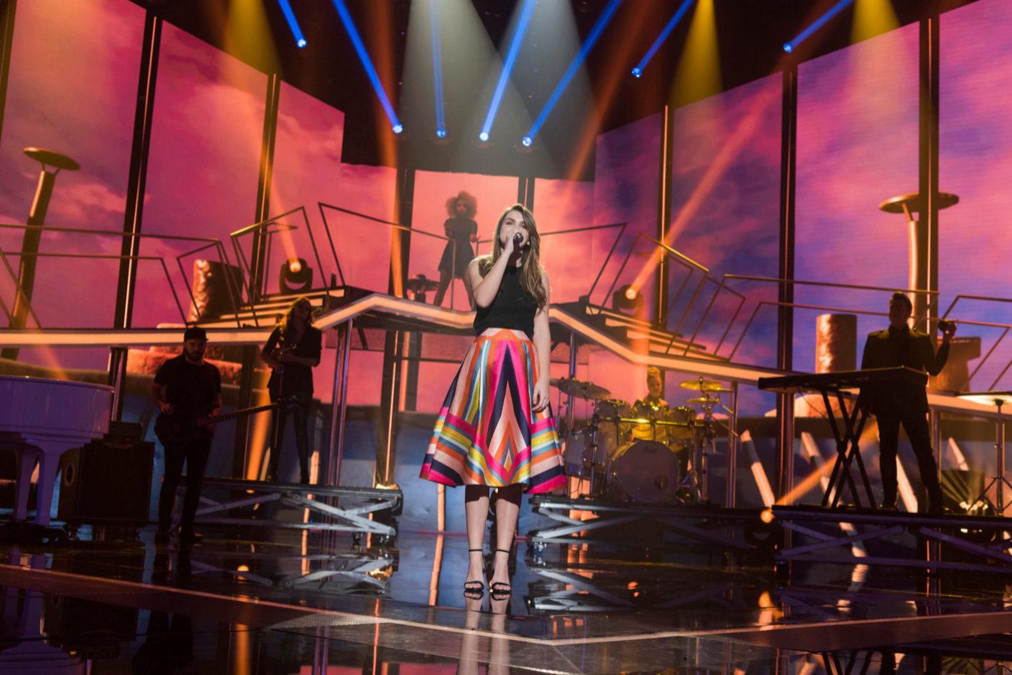 Amaia, en su actuación de 'Al cantar', en los estudios de Sant Cugat...