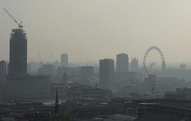 Imagen de Londres tomada desde el aire que muestra la contaminación de la  ciudad. BEN FATHERS f31e9bc25ce