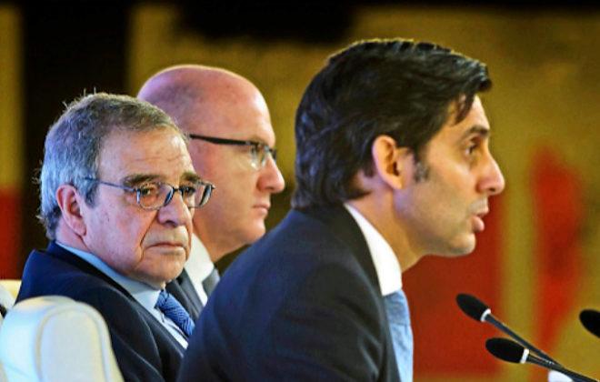 José María Pallete interviene en un acto en presencia de César Alierta.