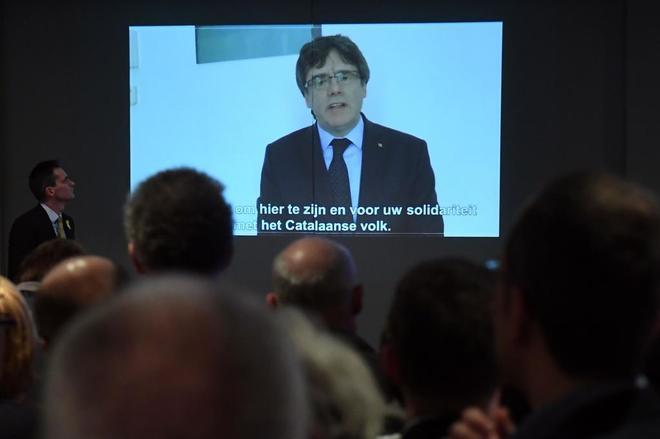 Carles Puigdemont interviene por videconferencia en el acto celebrado...