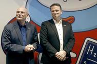 El consejero delegado de GSMA, John Hoffman, y el director de márketing, Michael O'hara, antes de iniciar la rueda de prensa.
