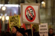 Protestas contra el gobierno austriaco de Sebastian Kurz y su vicecanciller del FPÖ, Heinz Christian Strache, el 26 de enero en Viena (Austria).