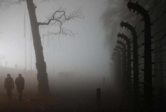 Vista del campo de concentración nazi de Auschwitz II-Birkenau,...