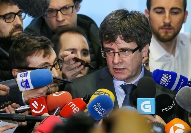 Carles Puigdemont se dirige a los medios en Bruselas.