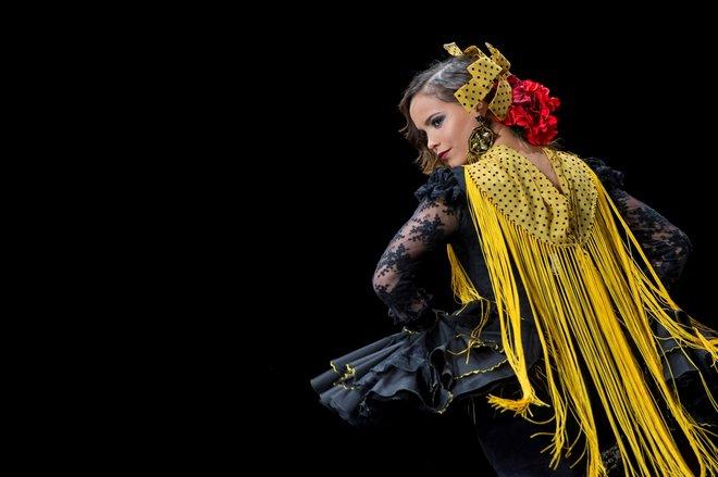 a253dcd16a Una modelo luce uno de los trajes en la pasarela del Salón Internacional de  Moda Flamenca Simof 2018. EFE