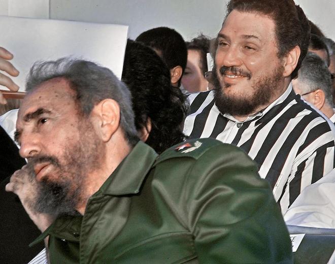 Fidel Castro Díaz-Balart junto a su padre, en una imagen de archivo...
