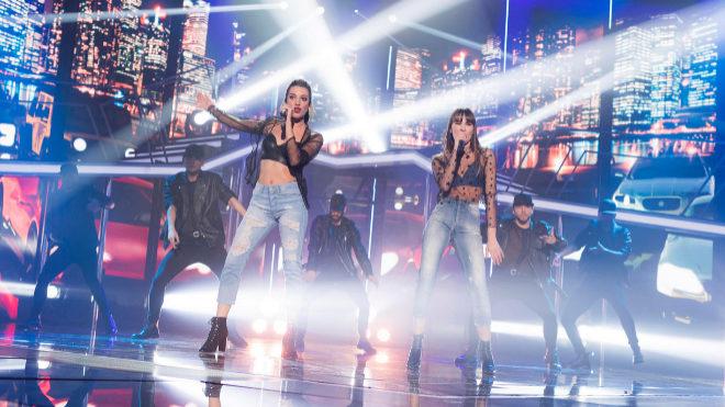 Ana Guerra y Aitana interpretan 'Lo malo' en la gala de Eurovisión.