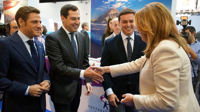 Juan Manuel Moreno y Susana Díaz se saludan en un encuentro el pasado enero en Fitur.