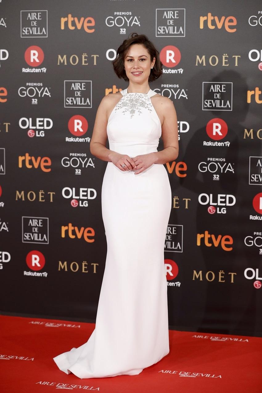 Aida Folch, el primer vestido blanco de la noche con escote halter...