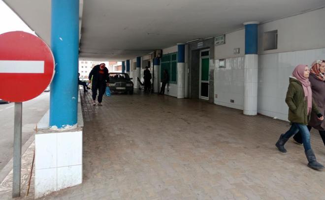 Entrada al hospital de Nador donde fueron llevados los cuerpos de las...
