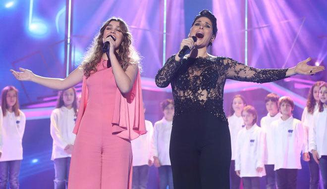 Amaia Rosa, juntas sobre el escenario de 'OT' durante la gala especial...