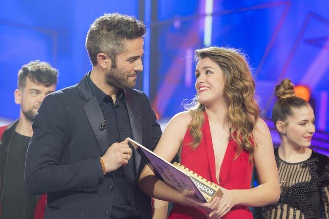 Roberto Leal, con Amaia, la ganadora de 'Operación Triunfo 2017'.