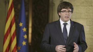 Carles Puigdemont durante su declaración institucional tras la decisión del Gobierno de aplicar el artículo 155 en Cataluña en octubre de 2017