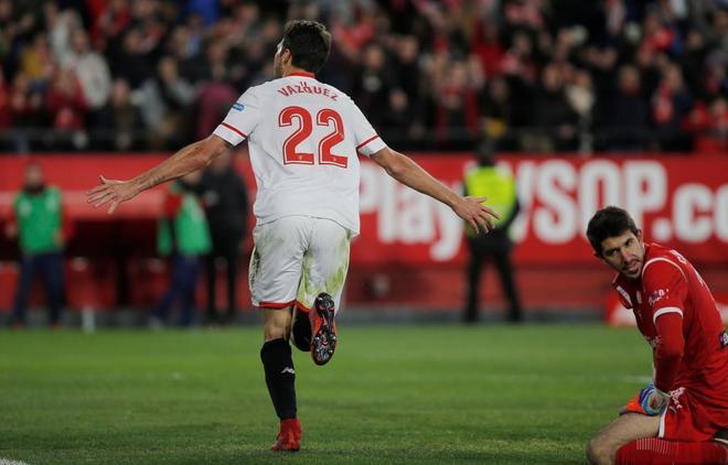 Vázquez celebra el segundo gol del Sevilla.